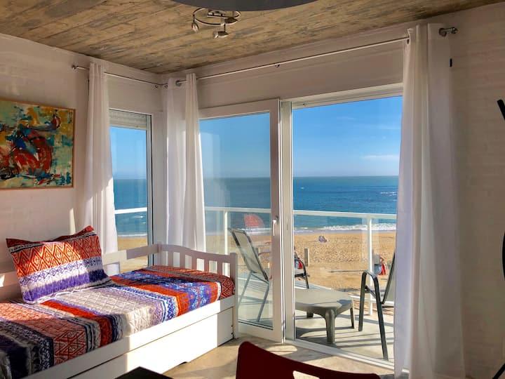Apartamentos LAS OLAS , frente al mar.