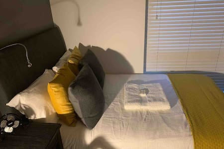 Single room in Caversham RG4  3/4 size double bed