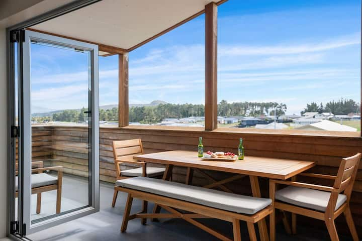 Adventure Sika - Relax on the deck with views