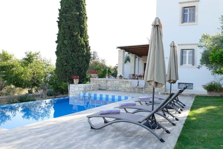 Villa Vigles with 3 bedrooms, pool & garden