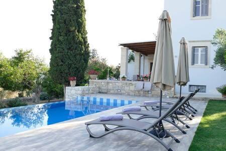 Villa Vigles with 3 bedrooms, pool & garden