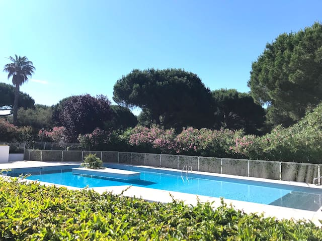 BEL APPARTEMENT 4 PERS, PISCINE + PARKING GRATUIT