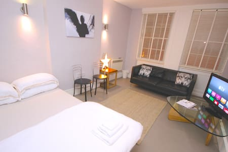 B) Stylish Private Large Room - Central Soho - Londen - Appartement
