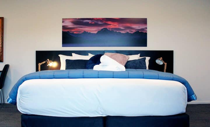 Pukaki Luxury Suites - Rock Wren Suite 4
