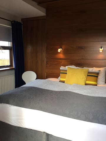 Double room - Home Guesthouse - Keflavík - Bed & Breakfast