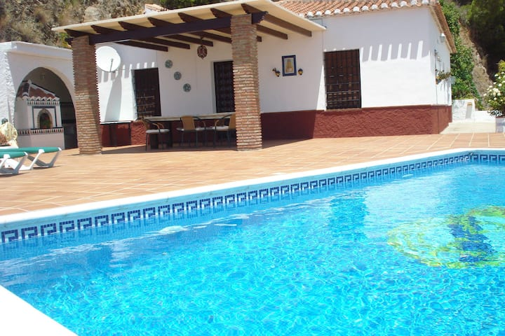 Heritage Cottage in Nerja with Swimming Pool