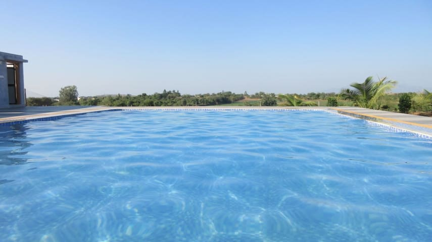 Kesar Farm-Private Swimming Pool