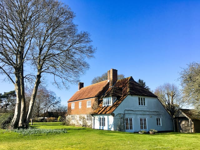 Alresford Farmhouse: Outstanding Rural Setting (1)