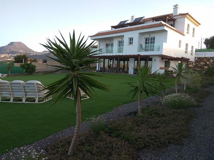 Casa Zoe. Stunning 5 bed villa sleeps 10