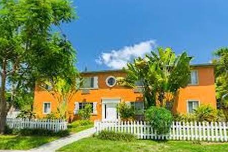Design District 15min to beaches, Midtown, winwood - Miami - Apartment