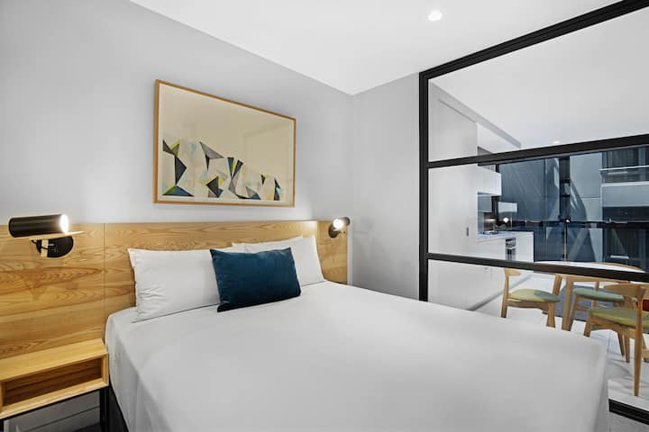 Downtown 1-Bedroom Suites in the Heart of MEL CBD