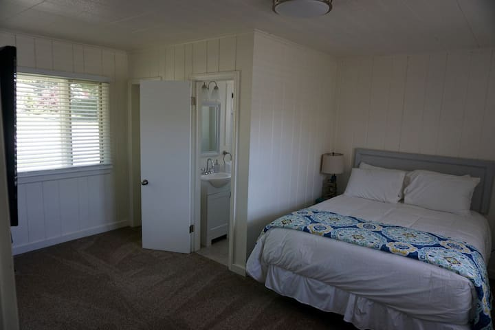 Unit #39, 2 Bedroom, Lakeside, Ludington Beach House