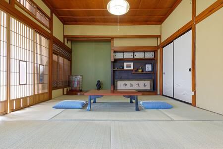 AI/藍 草津温泉 传统日式房屋