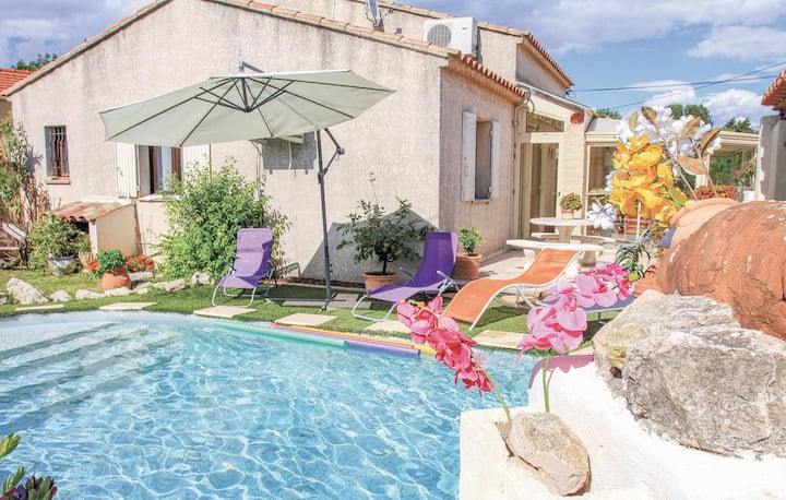 Awesome home in Avignon with WiFi, Outdoor swimming pool and 3 Bedrooms