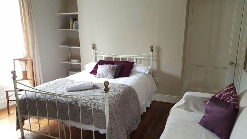 Rooms in Period House, River Views - Londonderry - Villa