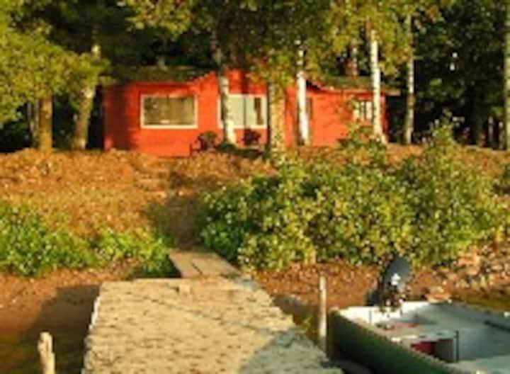 1 Bedroom Lakeside Cabin on Teal Lake. YellowBirch