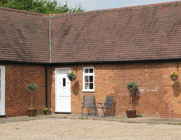 Leasowes Cottage - Warwickshire - Flat