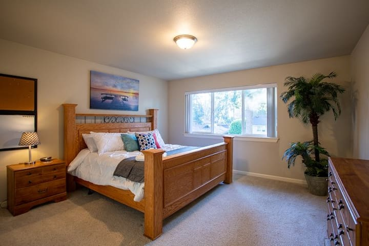 Large bedroom 2 0f 4 upstairs.