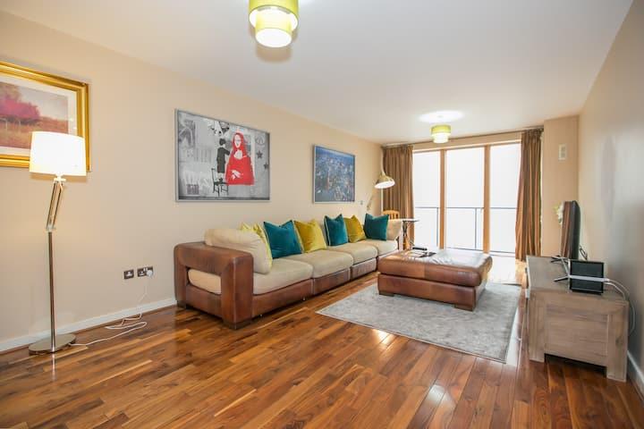 Modern 3 Bed Duplex Apartment - Grand Canal