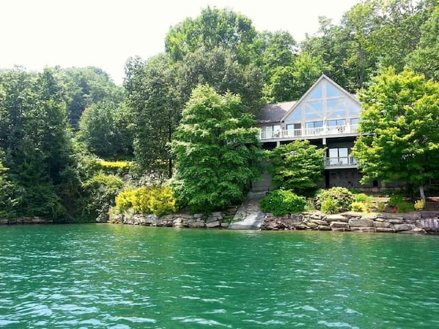 Private home on Lake Jocassee South Carolina