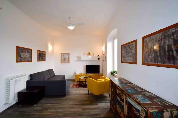 Panoramico appartamento sopra Piazza Manin