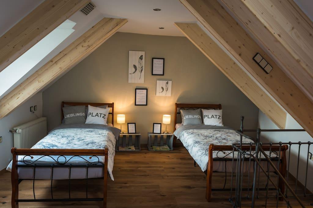 Schlafzimmer Dachgeschoss - rechte Seite