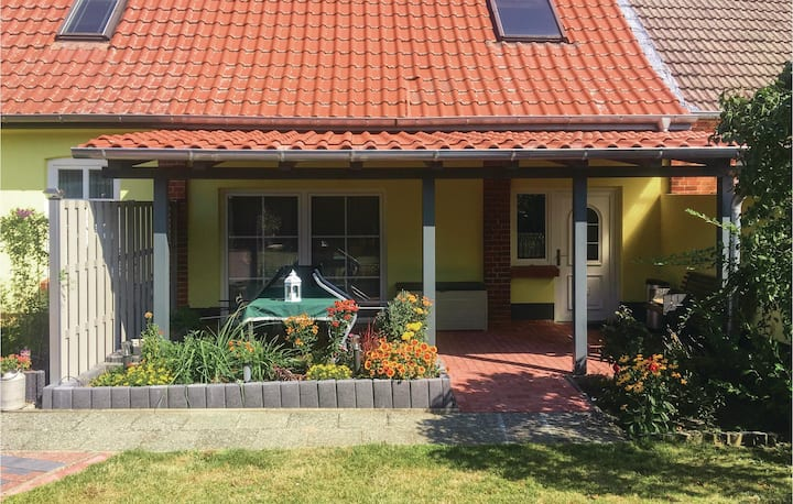 Holiday apartment with 2 bedrooms on 65m² in Klein Luckow