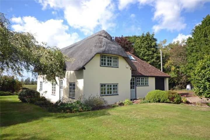 Beautiful private New Forest thatched Cottage