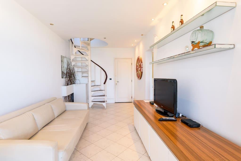 Sala moderna 1o piso