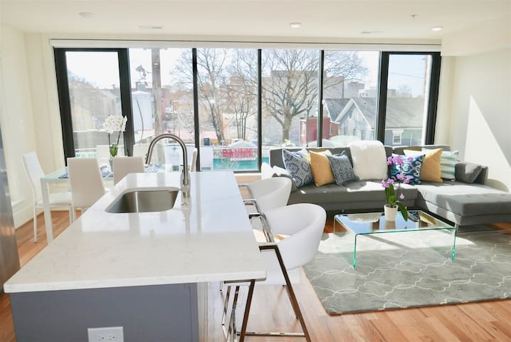 PRO CLEANED! Airy Loft in Petworth - WALK 2 Metro!