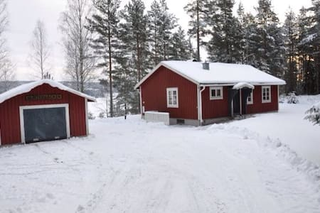 Red lake side Swedish cottage! - Sunne - Hus