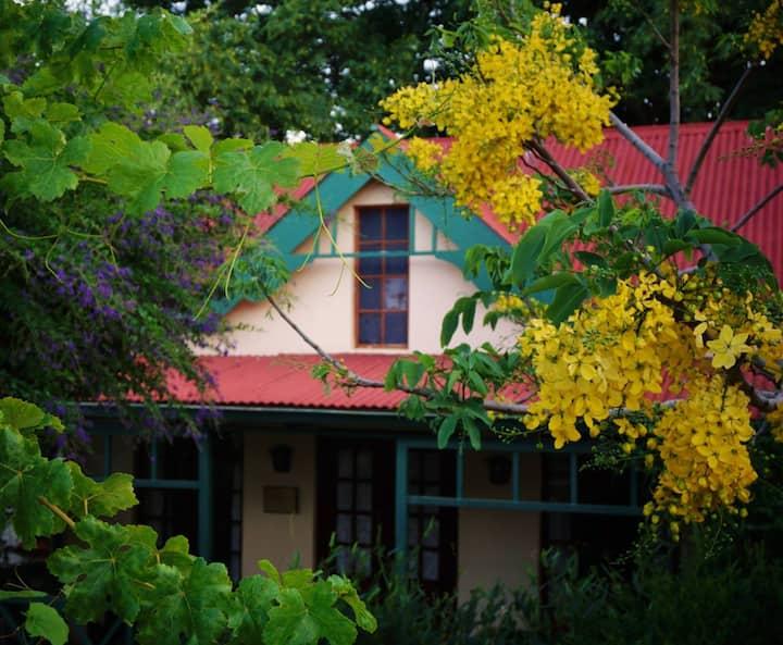 Petal Faire Cottage - Twin beds