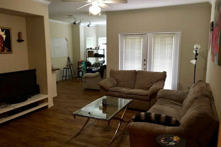 Private room & Bathroom located off S. Congress! - Austin - Huoneisto