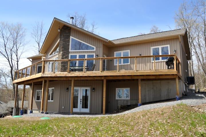Luxury Waterfront Muskoka Cottage in Huntsville