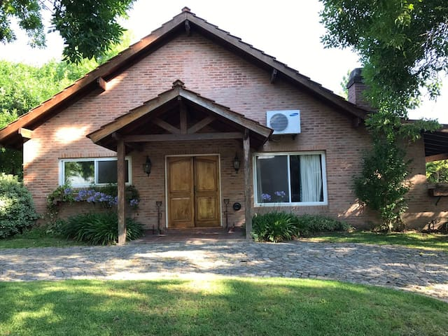 Casa CLub Newman - Benavidez - House