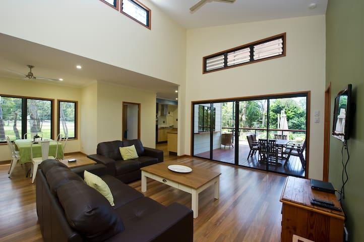 Habibi - 3 bedroom house near beach - Nelly Bay - Casa