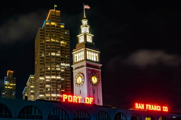 See all the essential SF night landmarks