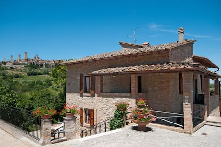 Villa la Porticciola- private pool- sleeps up to 9 - San Gimignano