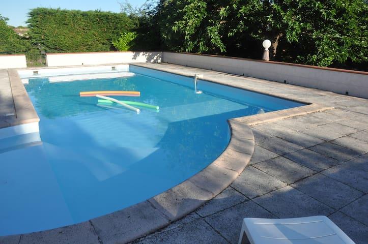 T2 dans quartier calme avec piscine et jardin