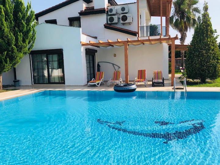 Fun&Sun Luxury River Villa With Amazing Landscape