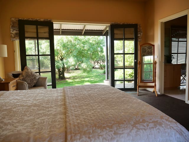 A peaceful getaway: Bedroom with ensuite!