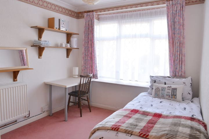 Quite and Tidy Room  in the Cosy Cottage