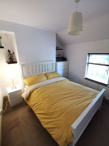 Double bedroom in the heart of Holywood