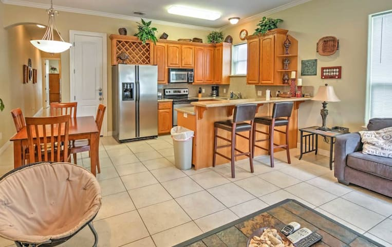 Affordable/1st fl/cndo/Pool/parkng/BBQ/1200sq ft