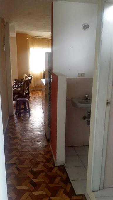 pasillo de dormitorios a comedor
