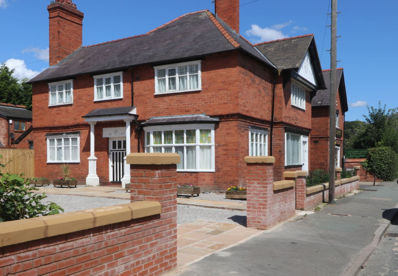 Rossett Court, a victorian detached house, ideally located in a lovely village 10 minutes from both Chester and Wrexham