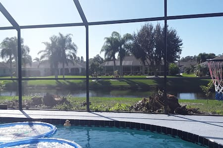 WATERFRONT- POOL -PARADISE. Close to beaches!