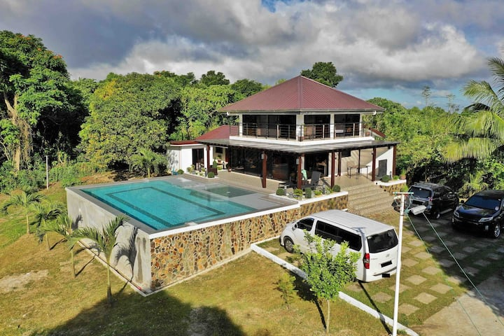 New Farm Resort Near Tagaytay  Airconditioned Room