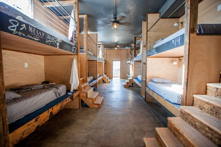 Twin Bed Shared Room in DTLA ArtsDistrict - 30 Pod