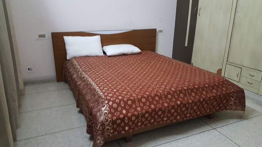PRIVATE ROOM FOR TWO - Panchkula - Bungalo